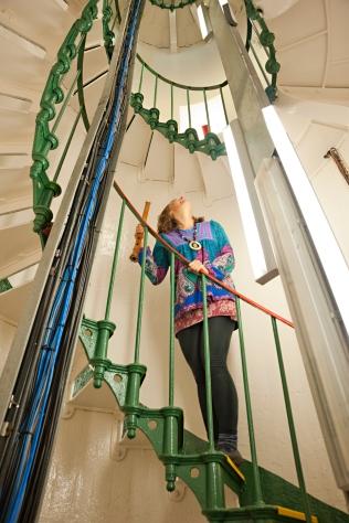 _DSC1402 Midpoint stairwell Gazing up